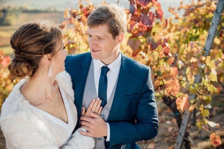 Hochzeitsfotos-Heilbronn-Hochzeitsreportage-049-Herbsthochzeit-Heuchelberger-Warte-Brautpaarshooting-Weinberge