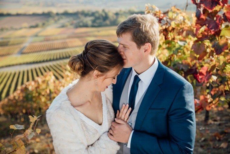 Hochzeitsfotos-Heilbronn-Hochzeitsreportage-050-Herbsthochzeit-Heuchelberger-Warte-Brautpaarshooting-Weinberge