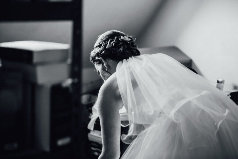 Hochzeitsfotos-Hochzeitsreportage-002-Getting-Ready-Braut-Schleier