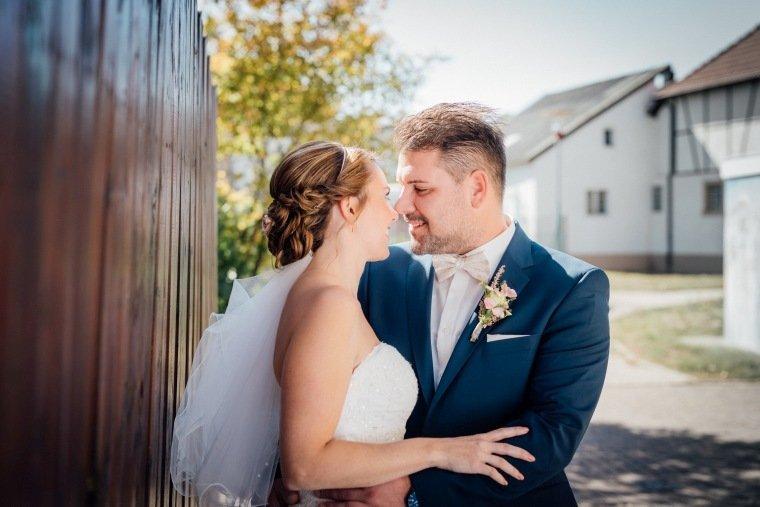 Hochzeitsfotos-Hochzeitsreportage-016-Brautpaar-Paarshooting-Stetten