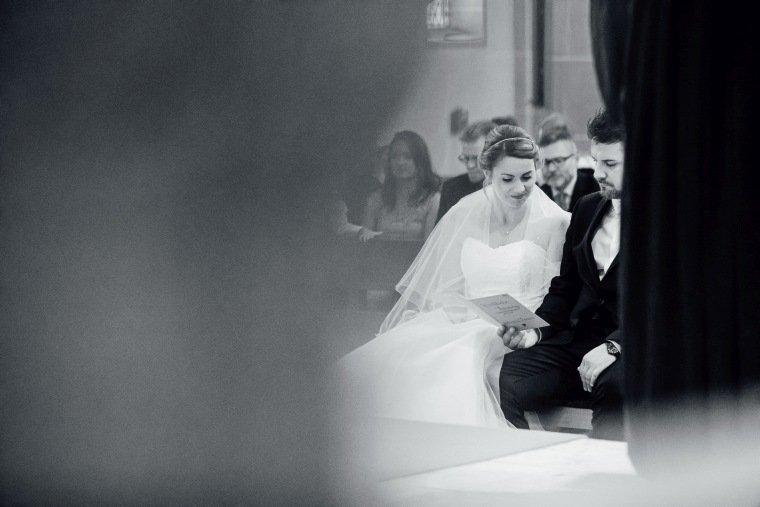 Hochzeitsfotos-Hochzeitsreportage-017-Trauungg-kirche-katholisch