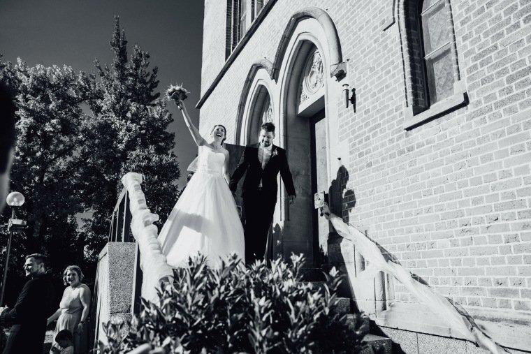 Hochzeitsfotos-Hochzeitsreportage-024-Brautpaar-just-married