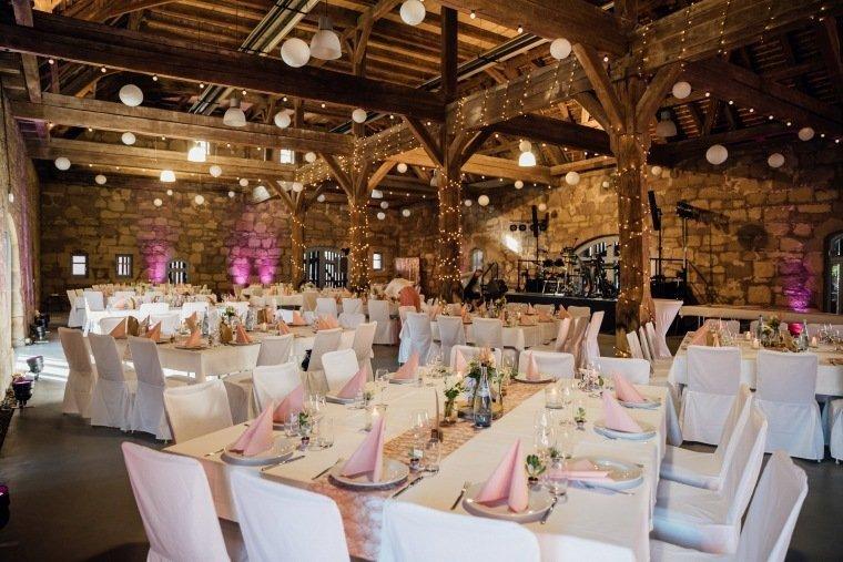 Hochzeitsfotos-Hochzeitsreportage-031-alte-Kelter-Stetten-Deko-DIY