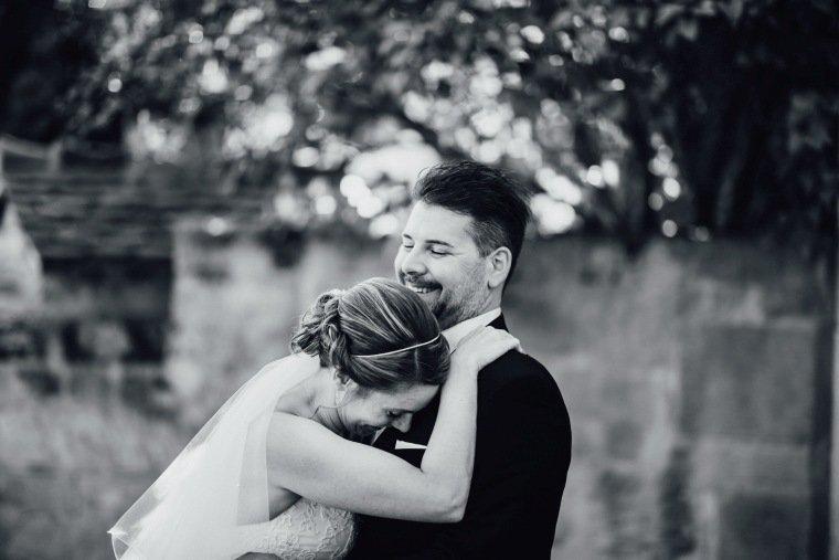 Hochzeitsfotos-Hochzeitsreportage-038-Brautpaar-Shooting-Freude