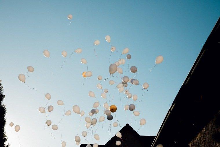 Hochzeitsfotos-Hochzeitsreportage-043-Luftballons