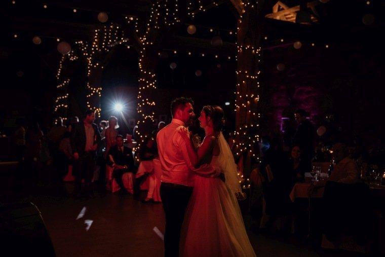 Hochzeitsfotos-Hochzeitsreportage-048-Hochzeitstanz