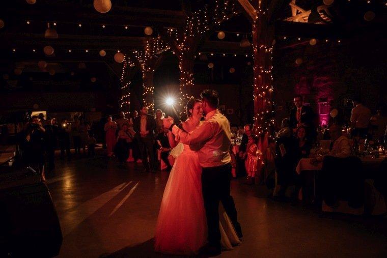 Hochzeitsfotos-Hochzeitsreportage-049-Hochzeitstanz