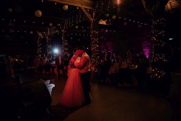 Hochzeitsfotos-Hochzeitsreportage-050-Hochzeitstanz