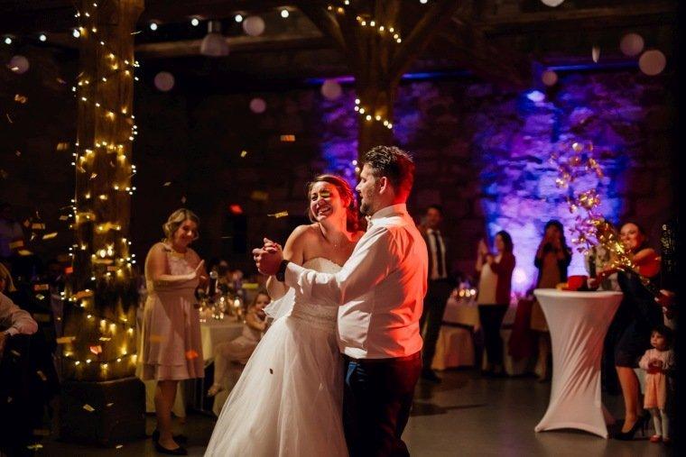 Hochzeitsfotos-Hochzeitsreportage-051-Hochzeitstanz-alte-Kelter