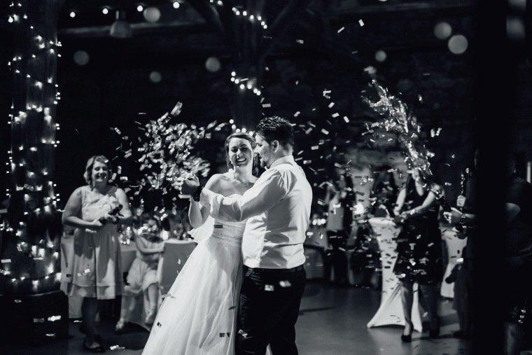 Hochzeitsfotos-Hochzeitsreportage-052-Hochzeitstanz