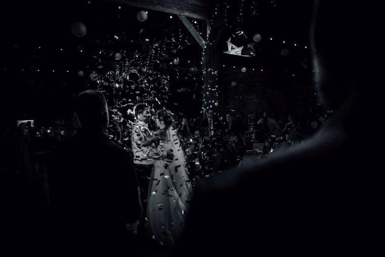 Hochzeitsfotos-Hochzeitsreportage-053-Hochzeitstanz