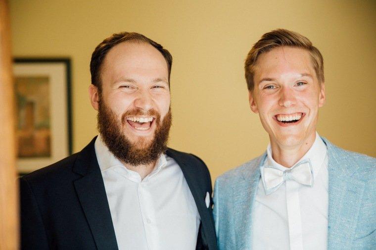 Hochzeitsfotos-Ludwigsburg-Hochzeitsreportage-007-Braeutigam-Trauzeuge