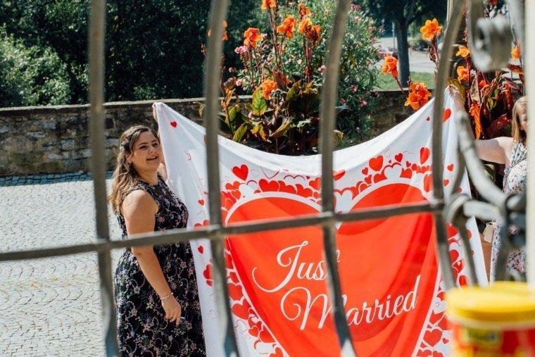 Hochzeitsfotos-Ludwigsburg-Hochzeitsreportage-015-Herz-auscschneiden