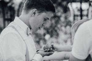 Hochzeitsfotos-Ludwigsburg-Hochzeitsreportage-035-Hochzeitsdetails-Kind