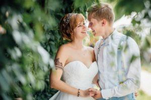 Hochzeitsfotos-Ludwigsburg-Hochzeitsreportage-039-Villa-Forsthof-Brautpaar-Brautpaarfotos