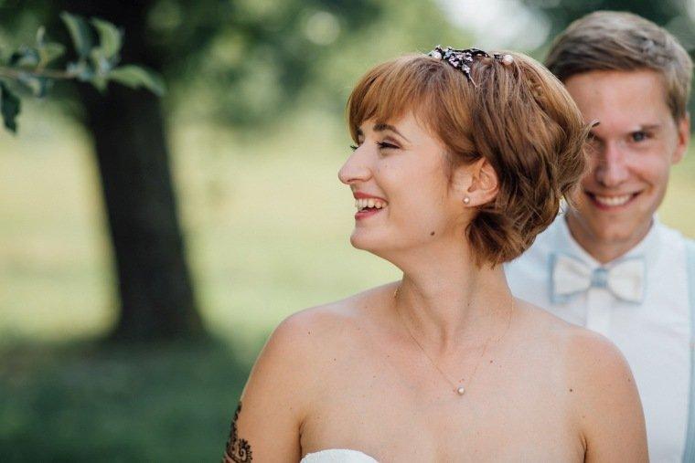 Hochzeitsfotos-Ludwigsburg-Hochzeitsreportage-041-Freie-Trauung-Villa-Forsthof-Brautpaar-Portraits