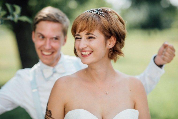 Hochzeitsfotos-Ludwigsburg-Hochzeitsreportage-043-Freie-Trauung-Villa-Forsthof-Brautpaar-shooting-Spass