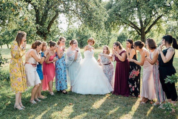 Hochzeitsfotos-Ludwigsburg-Hochzeitsreportage-048-oh-my-goodness-Braut-Brautjungfern-Gruppenfoto-Bridesmaids