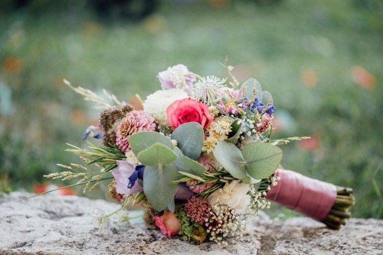 Hochzeitsfotos-Ludwigsburg-Hochzeitsreportage-049-Brautstrauss-Floristik-Hochzeitsfloristik