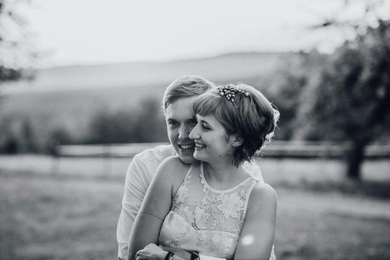 Hochzeitsfotos-Ludwigsburg-Hochzeitsreportage-057-Villa-Forsthof-Brautpaar-Liebe-Paarshooting