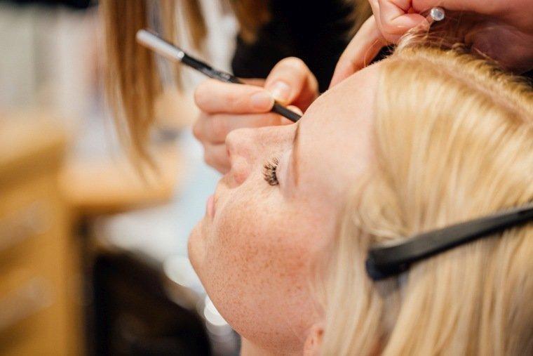 Hochzeitsfotos-Odenwald-Hochzeitsreportage-002-Getting-Ready-Braut-Styling