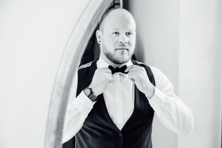 Hochzeitsfotos-Odenwald-Hochzeitsreportage-004-Getting-Ready-Braeutigam