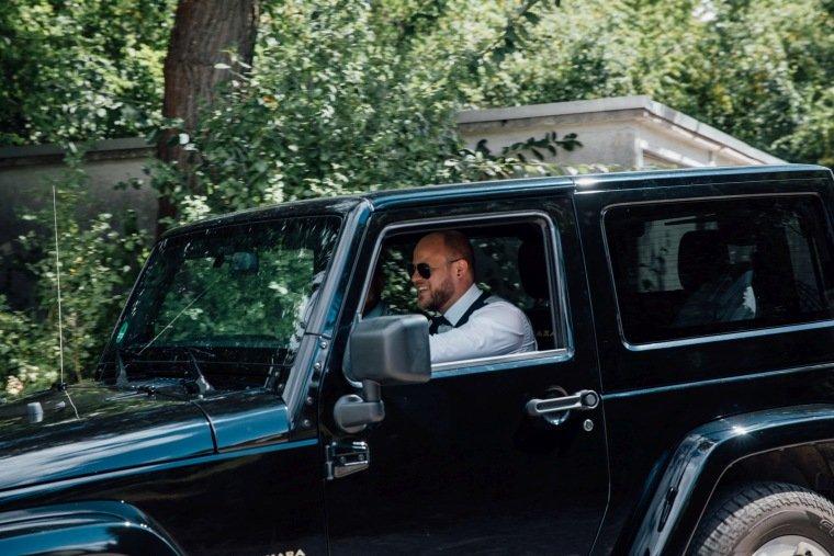 Hochzeitsfotos-Odenwald-Hochzeitsreportage-009-Jeep-Hochzeitsauto
