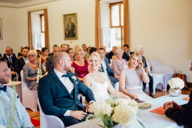 Hochzeitsfotos-Odenwald-Hochzeitsreportage-020-Standesamt