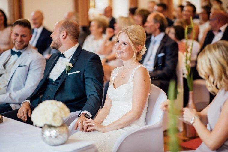 Hochzeitsfotos-Odenwald-Hochzeitsreportage-023-Brautpaar-Standesamt