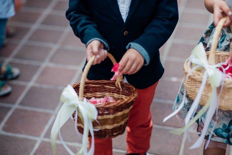 Hochzeitsfotos-Odenwald-Hochzeitsreportage-025-Blueten-auszug-Standesamt