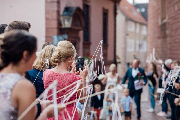 Hochzeitsfotos-Odenwald-Hochzeitsreportage-026-Wedding-Wands-Auszug-Standesamt