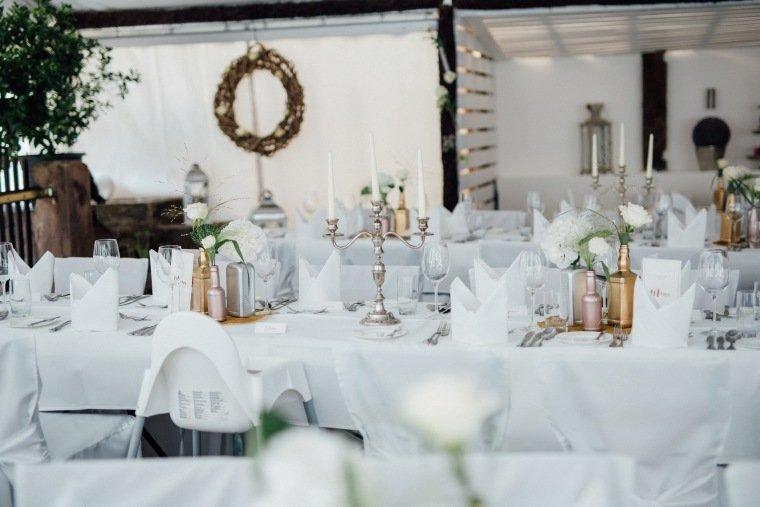 Hochzeitsfotos-Odenwald-Hochzeitsreportage-031-Tischdeko-Haidersbacher-Muehle