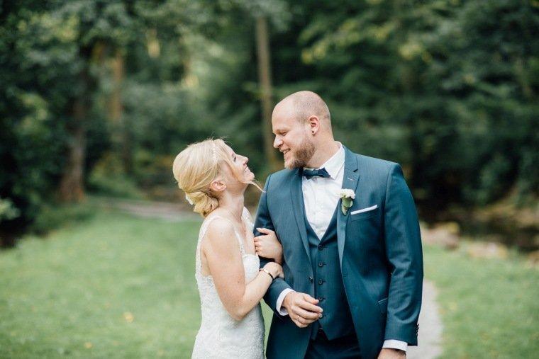 Hochzeitsfotos-Odenwald-Hochzeitsreportage-040-Haidersbacher-Muehle-Brautpaarshooting