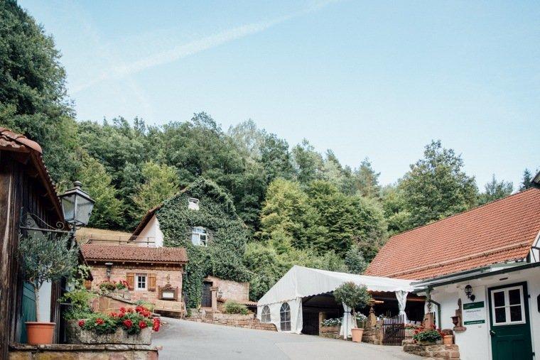 Hochzeitsfotos-Odenwald-Hochzeitsreportage-051-Haidersbacher-Muehle