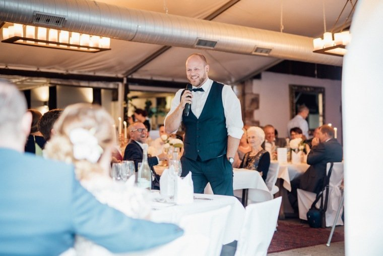 Hochzeitsfotos-Odenwald-Hochzeitsreportage-055-Haidersbacher-Muehle-Rede