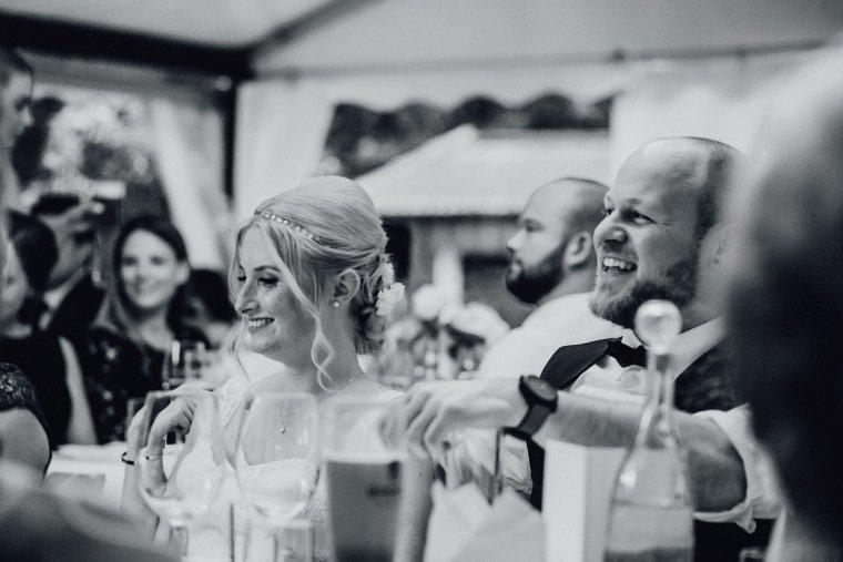 Hochzeitsfotos-Odenwald-Hochzeitsreportage-057-Haidersbacher-Muehle-Brautpaar