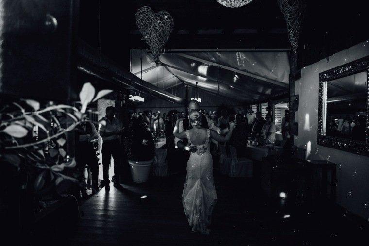 Hochzeitsfotos-Odenwald-Hochzeitsreportage-063-Haidersbacher-Muehle-Hochzeitstanz