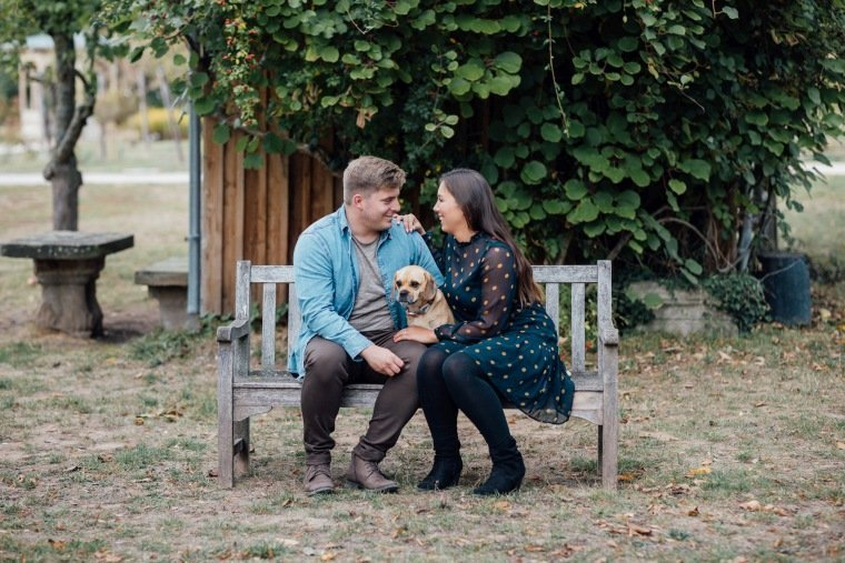 Paarfotos-Verlobung-Engangement-Shooting-Heilbronn-Botanischer-Garten-005-Paarshooting-Hund