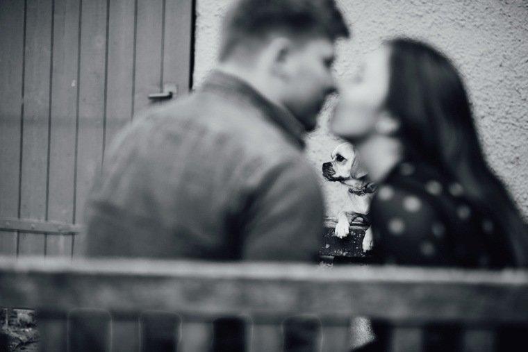 Paarfotos-Verlobung-Engangement-Shooting-Heilbronn-Botanischer-Garten-007-Liebe-Hund