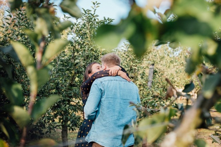 Paarfotos-Verlobung-Engangement-Shooting-Heilbronn-Botanischer-Garten-011-Liebe