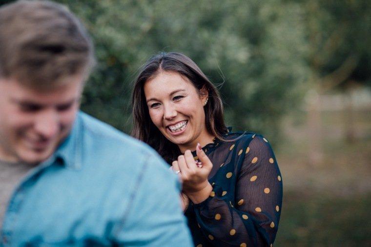 Paarfotos-Verlobung-Engangement-Shooting-Heilbronn-Botanischer-Garten-015-Freude