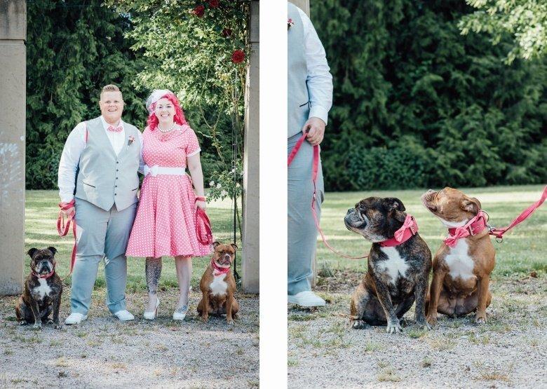 Rockabilly Hochzeit! Pinkes Brautkleid mit Polkadots, süße Hunde mit Fliege am Halsband