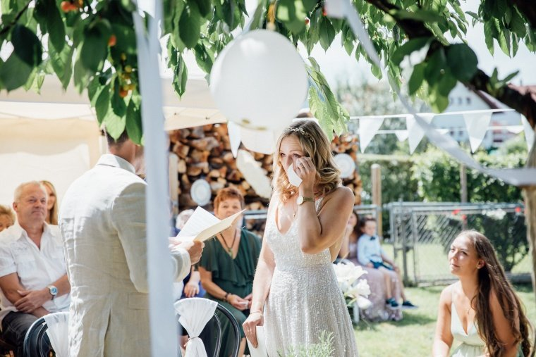 Boho-Braut-Emotionen-Gartenhochzeit