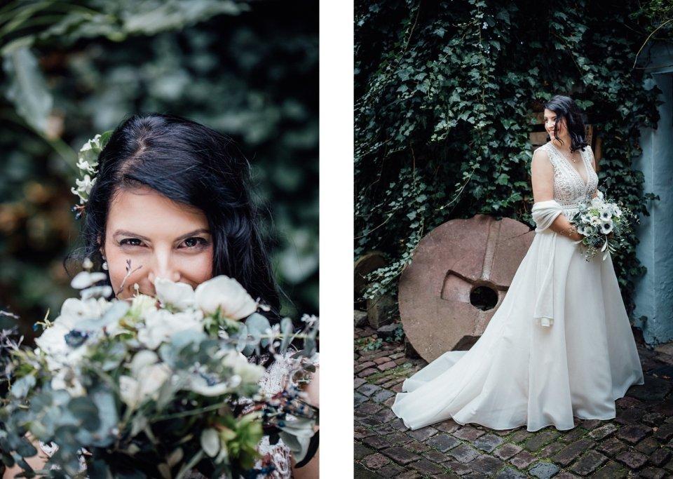 Braut im Brautkleid mit Brautstrauß mit Eukalyptus und Anemonen