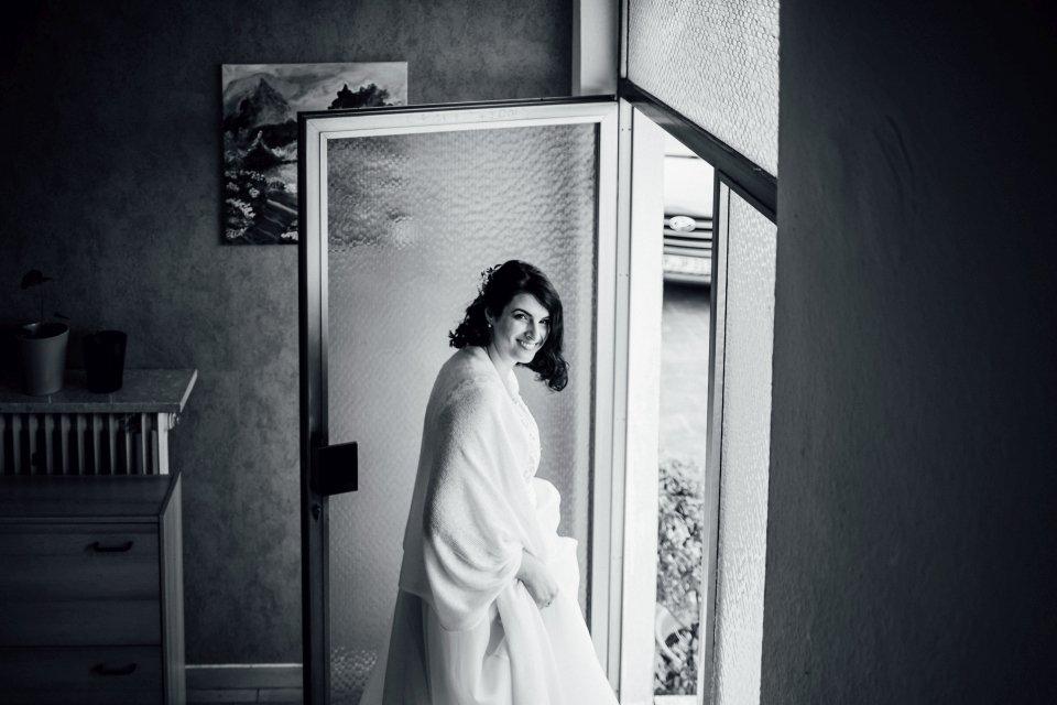 Braut am Hochzeitsmorgen bei Winterhochzeit