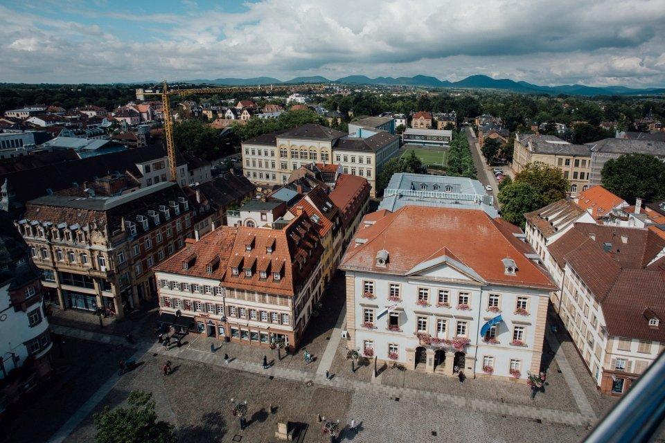 Rathausplatz Rathaus Standesamt Landau Blick von oben.