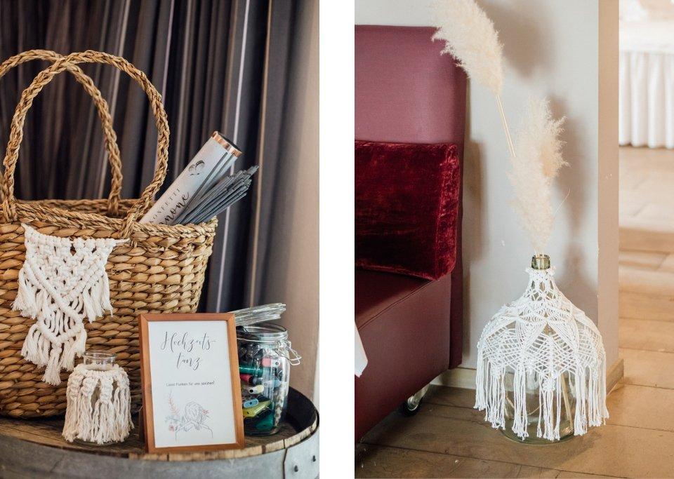 Hochzeitsfotos-im-Weingut-Hochzeitsreportage-Sommerhochzeit-070-Makramee-Deko