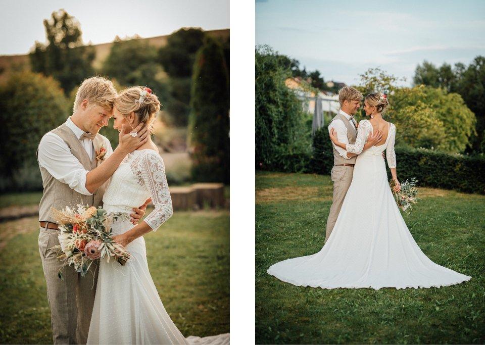 Hochzeitsfotos-im-Weingut-Hochzeitsreportage-Sommerhochzeit-077-Brautpaar-Fotoshooting