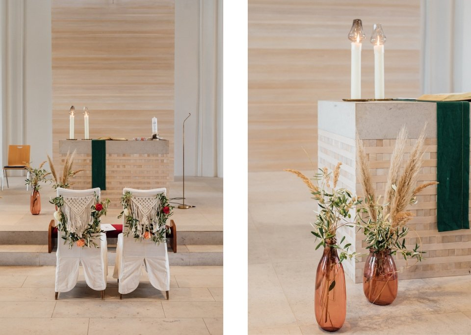 Hochzeitsfotos-im-Weingut-Hochzeitsreportage-Sommerhochzeit-082-cleane-kirche-kirchendeko-boho
