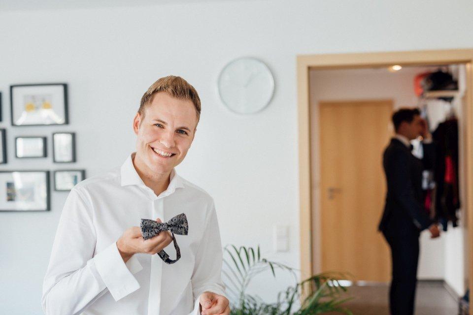 Sommerhochzeit-Hochzeitsreportage-024-getting-ready-bräutigam